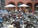 Bestaunen der Mopeds