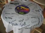 Unterschrift aller Teilnehmer auf T-Shirt