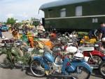 mopeds-auf-dem-gelaende