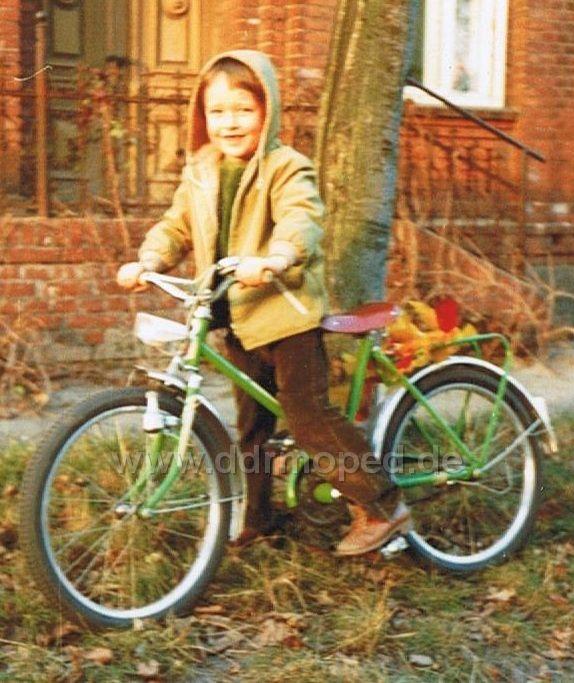 mein erstes fahrrad foto aus alten tagen. Black Bedroom Furniture Sets. Home Design Ideas